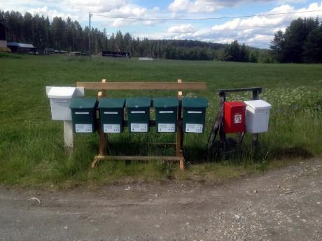Posthämtningen  tillbaks vid Grundtjärnsvägen på Ystasjö